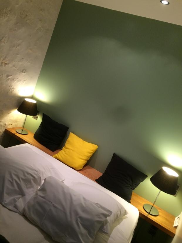 John: notre chambre porte le nom d'un copain architecte des fondateurs de l'hôtel.